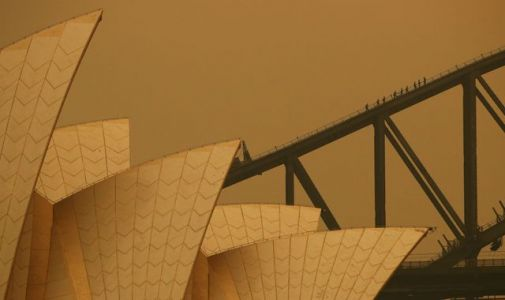 Australia fires: Sydney warned 'worst is yet to come' as smoke shrouds city