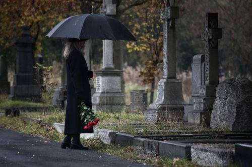 Mother requests stairs next to daughter's grave so she can comfort her during storms