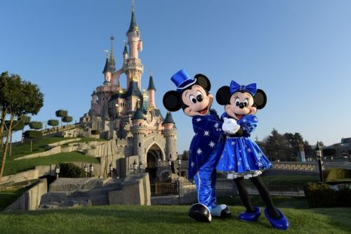 Adults can currently pay kids' prices on Disneyland Paris tickets for 2020