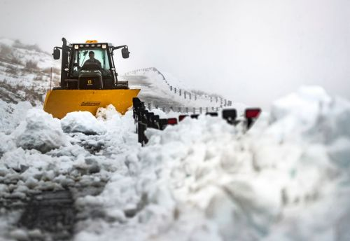 UK weather forecast - Heavy snow to spark travel chaos as temperatures plummet to a bone-chilling -2C