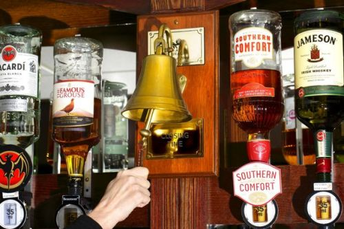 Pubs and restaurants set for earlier closing time