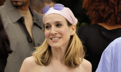 Sarah Jessica Parker just chose a very Carrie Bradshaw-esque face mask for a trip to her new boutique