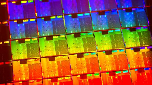 Intel CEO confirms plans to launch 7nm CPU node in 2021