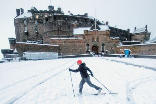 Scots to be blanketed in eight inches of snow as experts issue weather warning