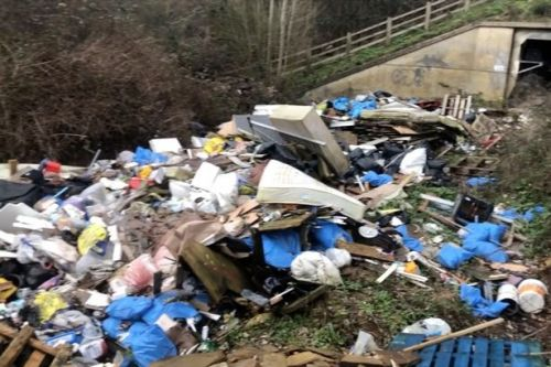 Britain's litter epidemic turning roads into 'rubbish dumps', campaigners warn