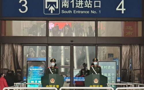 Wuhan on lockdown: Police guard train stations while cars queue to leave amid China's coronavirus crisis