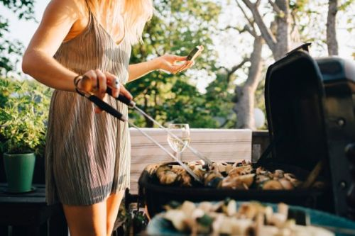 How To Have A Socially Distanced Barbecue With Family And Friends