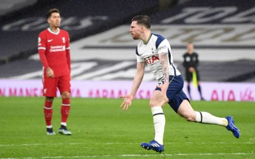 Video: Pierre-Emile Hojbjerg reacts quickest to double Tottenham's lead after poor Rui Patricio goalkeeping