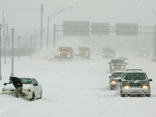 The 8 worst mistakes people make while driving in the winter