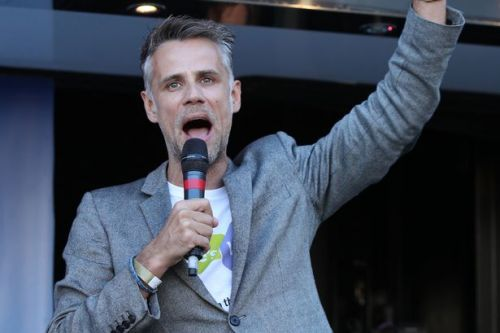 """TV presenter Richard Bacon: I still struggled with alcohol which has caused """"chaos"""" in my life"""