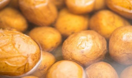 How long does it take to boil potatoes?