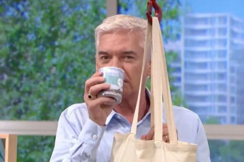 Holly Willoughby horrified by Phil's 'a***' comment after sniffing candle