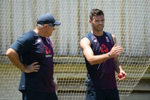 Chris Silverwood to hold talks with James Anderson over possible England return