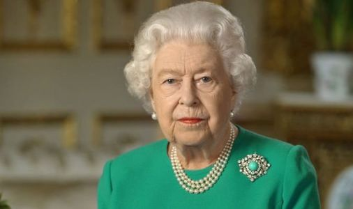 Queen to axe hundreds of jobs as lockdown destroys Buckingham Palace tourism
