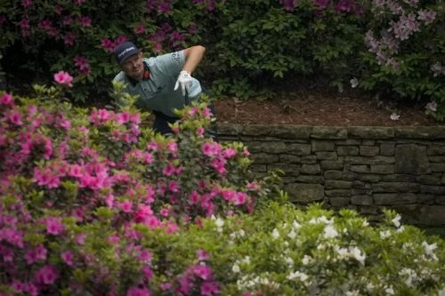Justin Rose maintains narrow lead as Dustin Johnson bows out at Augusta