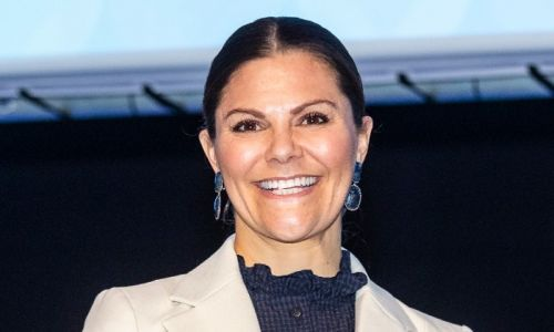 Crown Princess Victoria makes food boxes for homeless and vulnerable during coronavirus crisis
