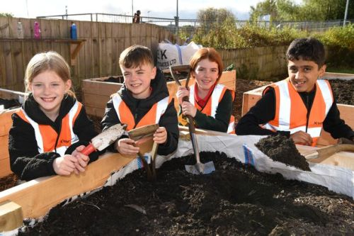 School pupils start work on making Lanarkshire train station more attractive in eco-travel initiative