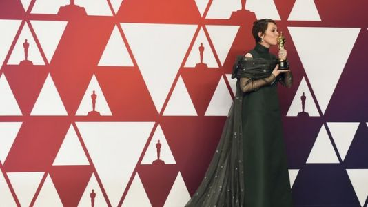 Oscars 2019: Bows Are Back In Business Says Vogue And Olivia Colman