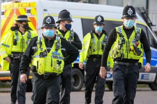 Police, teachers and shop workers 'should be at front of Covid vaccine queue'