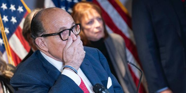 Trump's inner circle is telling him that Giuliani and the rest of his legal team are making him look like an idiot, report says
