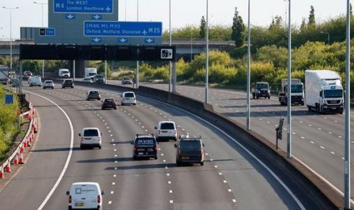 London coronavirus spike could see locals shut inside M25 as UK nears 'tipping point'