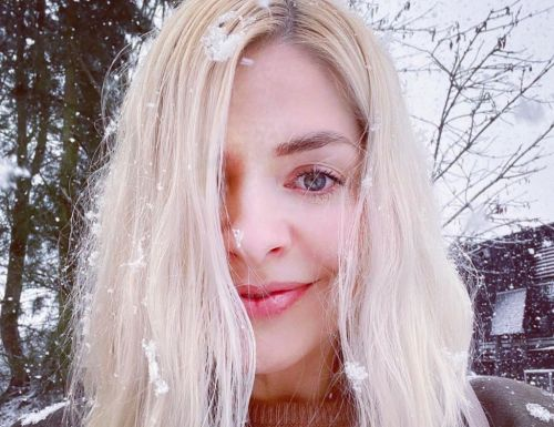 Holly Willoughby shares cheerful selfie as she enjoys snow day with Amanda Holden, Lisa Faulkner and more