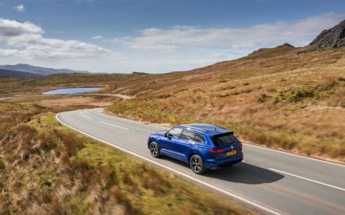 Jeremy Clarkson thinks the Volkswagen Touareg R is the closest competitor to the Range Rover