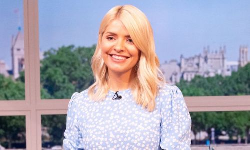 Holly Willoughby's chic leather mini skirt stuns This Morning viewers
