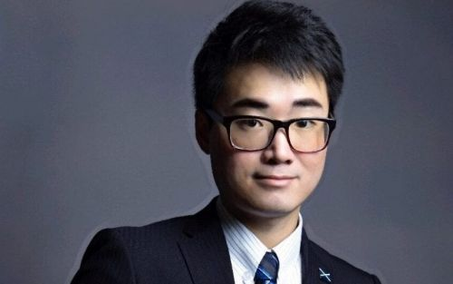 UK consulate worker Simon Cheng returns to Hong Kong after detention in mainland China