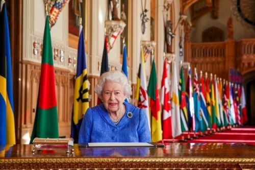 Queen stresses importance of staying in touch with family during 'testing times'