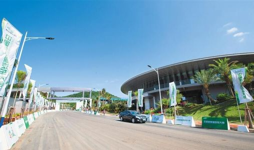 Leading new-energy vehicle town takes shape in Sanya