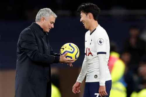 Jose Mourinho takes ball off Son Heung-min and gives it to Tottenham teammate