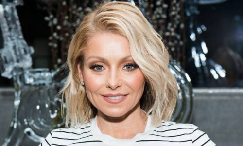 Kelly Ripa dazzles in the dreamiest yellow suede dress