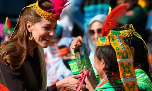 Kate Middleton inspired by the Queen - see the sweet way she has followed her lead on royal tour