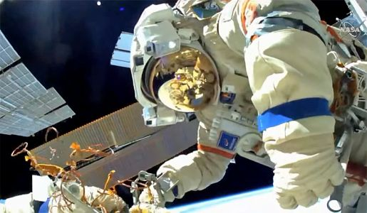 Russian spacewalkers begin outfitting new lab module