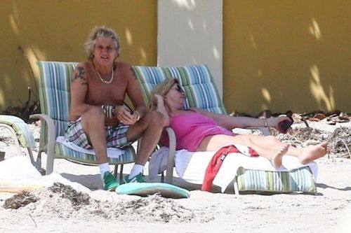 Rod Stewart manages to catch some rays hours before beach shuts amid lockdown