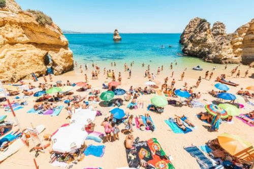 Brits no longer require a PCR test result to visit Portugal