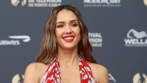 Honest Beauty: Jessica Alba proves clean make-up can look natural