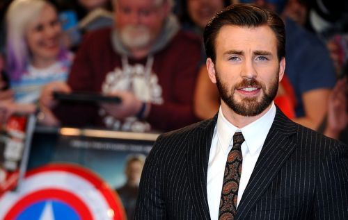 "Fans react to Chris Evans' piano recital: ""I am weak"""