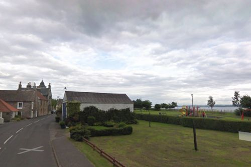 Body found in water in Fife sees police close off Preston Island beauty spot