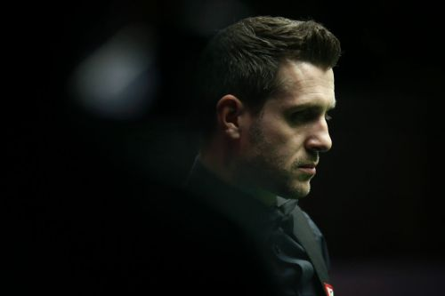 Mark Selby sees off Neil Robertson to reach World Snooker Championship semi-final