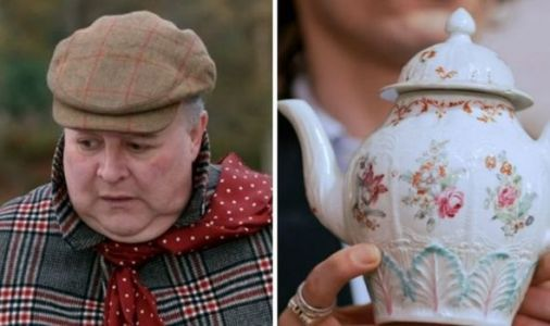 Antiques Road Trip expert mortified as teapot makes disappointing loss 'I'm broken'