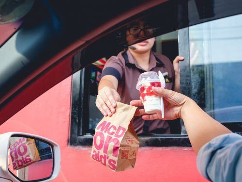 Fast-food workers in LA face unmasked customers and unsafe workplaces, and are punished for speaking up about COVID-19, a damning new report says