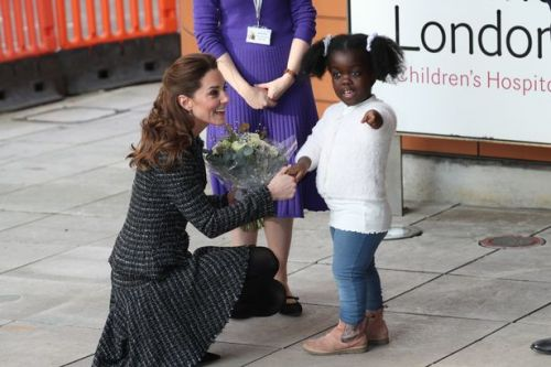 Beaming Kate Middleton accepts flowers from child at hospital in touching moment