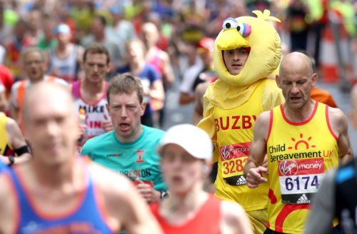 More than 40,000 runners ready to face hottest London Marathon on record