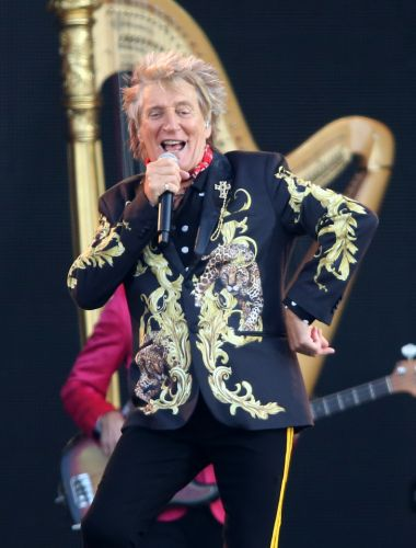 Sir Rod Stewart has beaten prostate cancer after secret three year battle