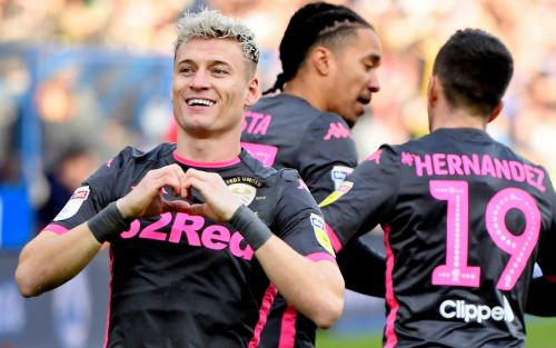 Leeds brush aside Huddersfield as Marcelo Bielsa's side return to the top