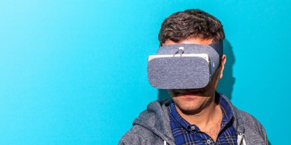 Google abandons its phone-powered virtual reality headset Daydream, admitting almost no-one used it