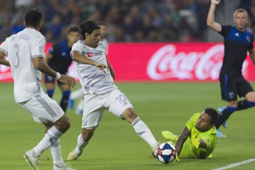 Carlos Vela dribbles past 4 players to score outrageous goal, clapping back at Zlatan Ibrahimovic's merciless trolling