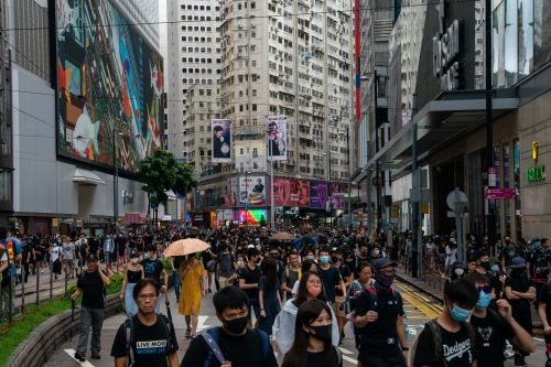 US universities are suspending their Hong Kong study abroad programs amid escalating protests, and students are trying to find a way out